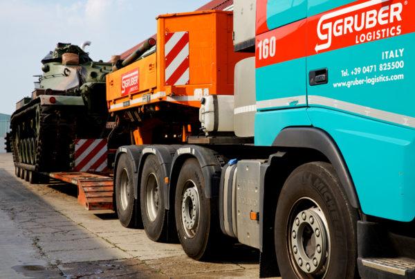 Gruber trasporto eccezionale military vehicles